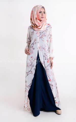 Long Outer Flowery Print by Treimee
